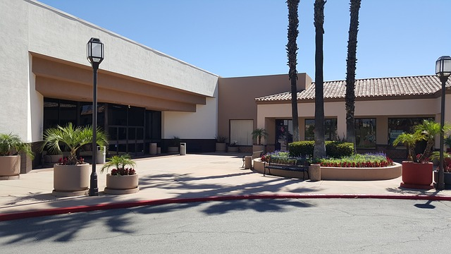 image of retail strip mall exterior in need of commercial pressure washing